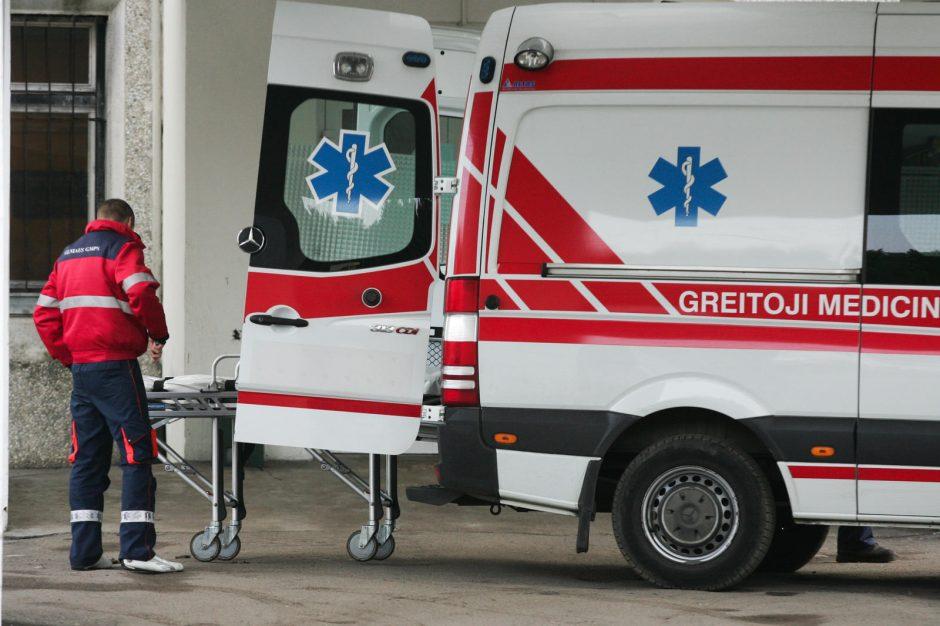Gaisras Vilniuje: apdegusi moteris išvežta į ligoninę