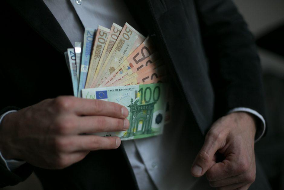 Daugiau nei 10 tūkst. eurų atidavė sukčiams iš Prancūzijos