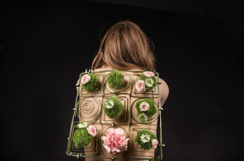 Stilizuota gėlių kuprinių kolekcija
