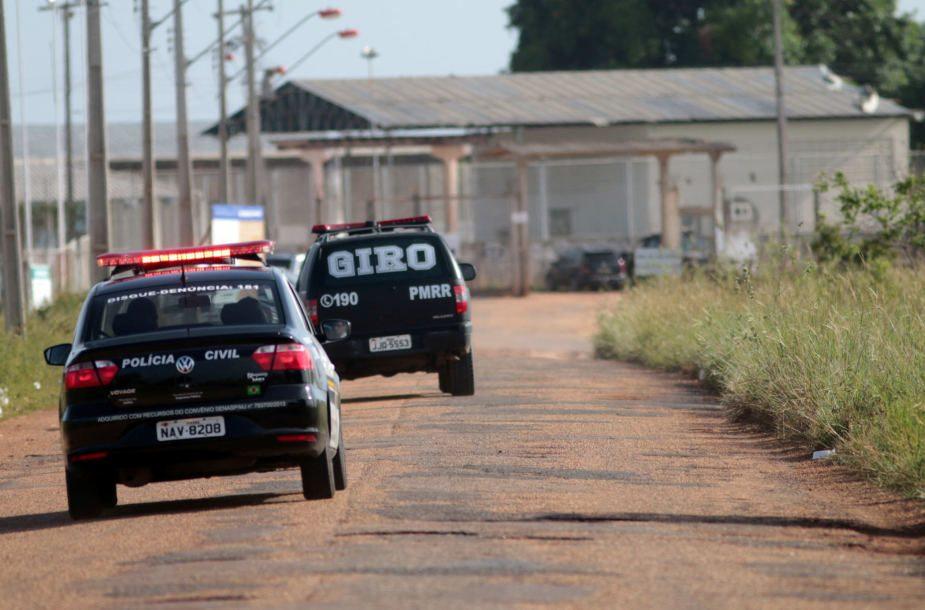 Brazilijoje ginkluotiems asmenims užpuolus kalėjimą iš jo pabėgo per 100 kalinių