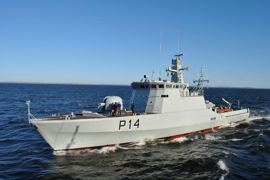 Kariškiai išgelbėjo keturis jūroje pasiklydusius vyrus