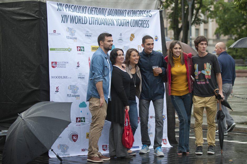 Pasaulio lietuvių jaunimo kongresas baigtas lietingoje tėvynėje