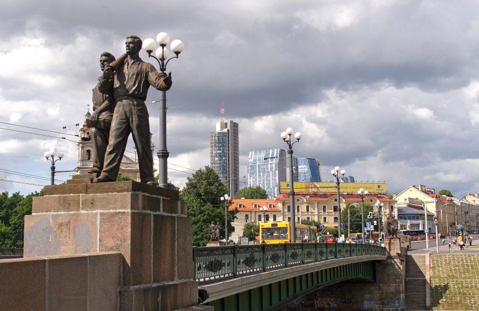 Žaliojo tilto atminimo lenta sukiršino miestiečius