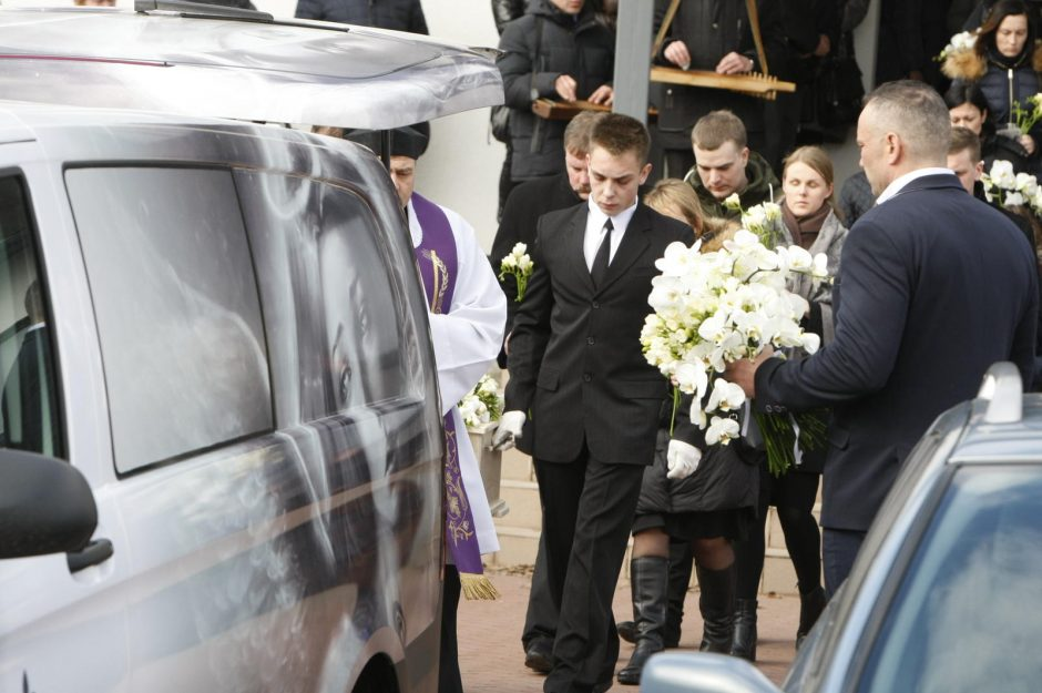 Plungė tokių laidotuvių dar nematė