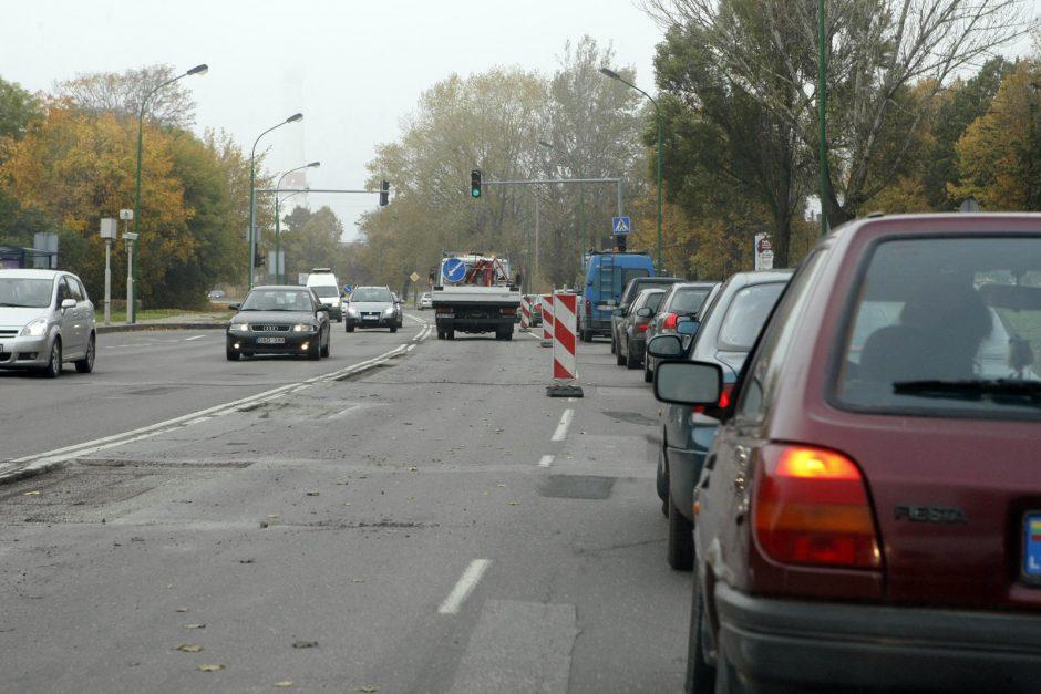 Kelininkai trikdo eismą Mokyklos gatvėje