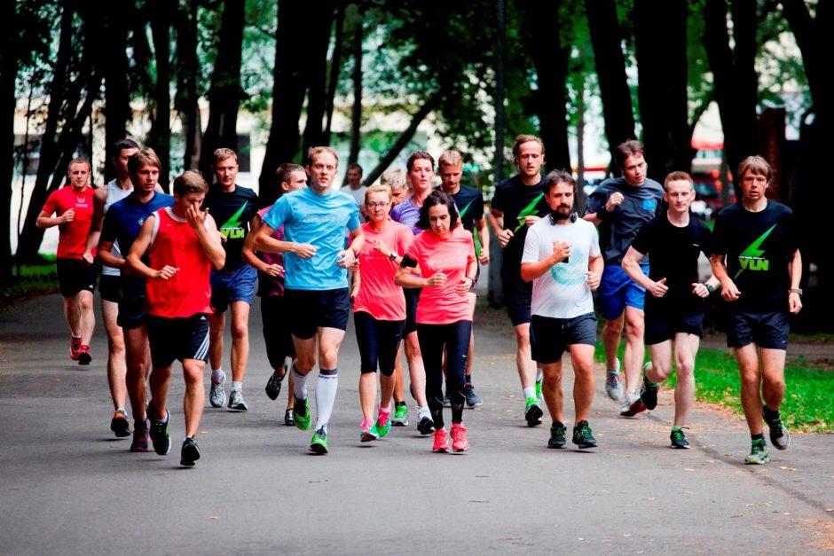Viliuje besiruošiantys maratonui bėgikai laukiami nemokamose treniruotėse