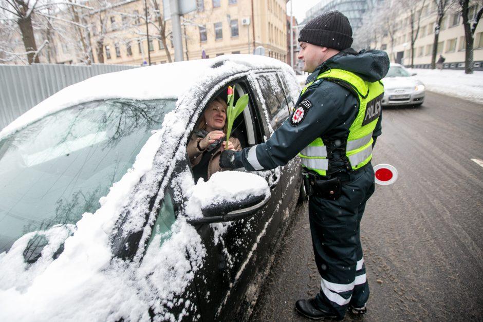 Kauno policija sveikino moteris su Kovo 8 d.
