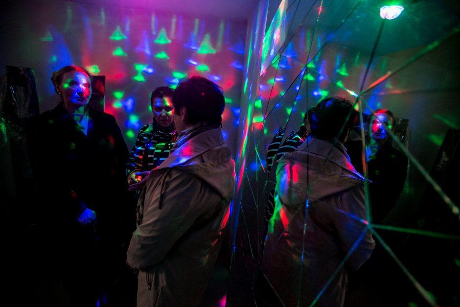 Kauniečius viliojo neįprastas stiklo ir šokių vakarėlis
