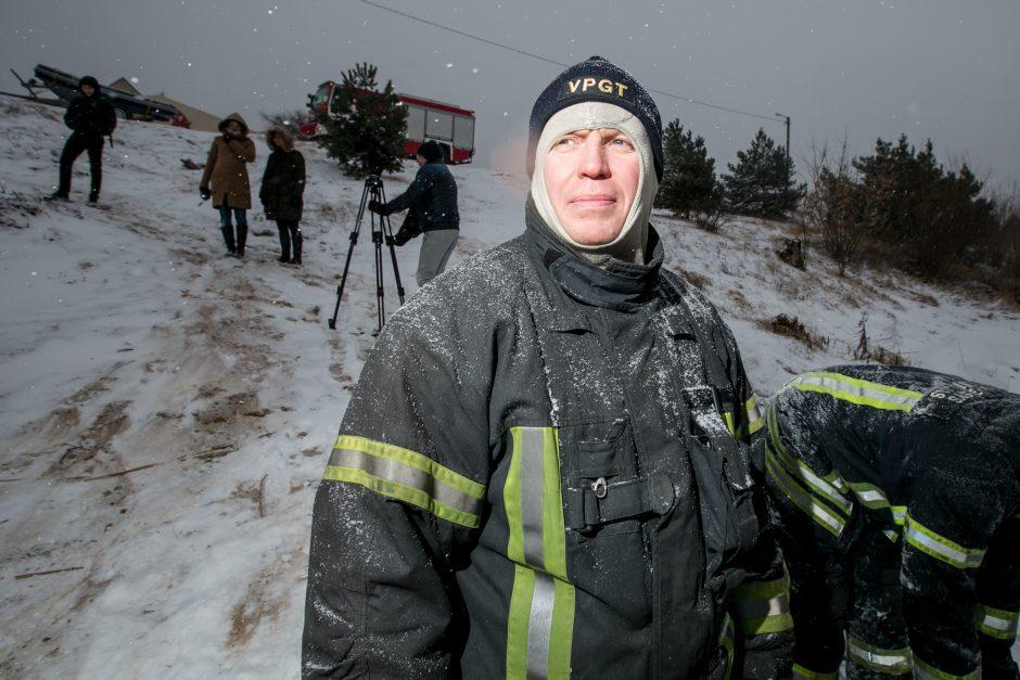Ugniagesiai perspėja: atsargiai, ledas pavojingas!