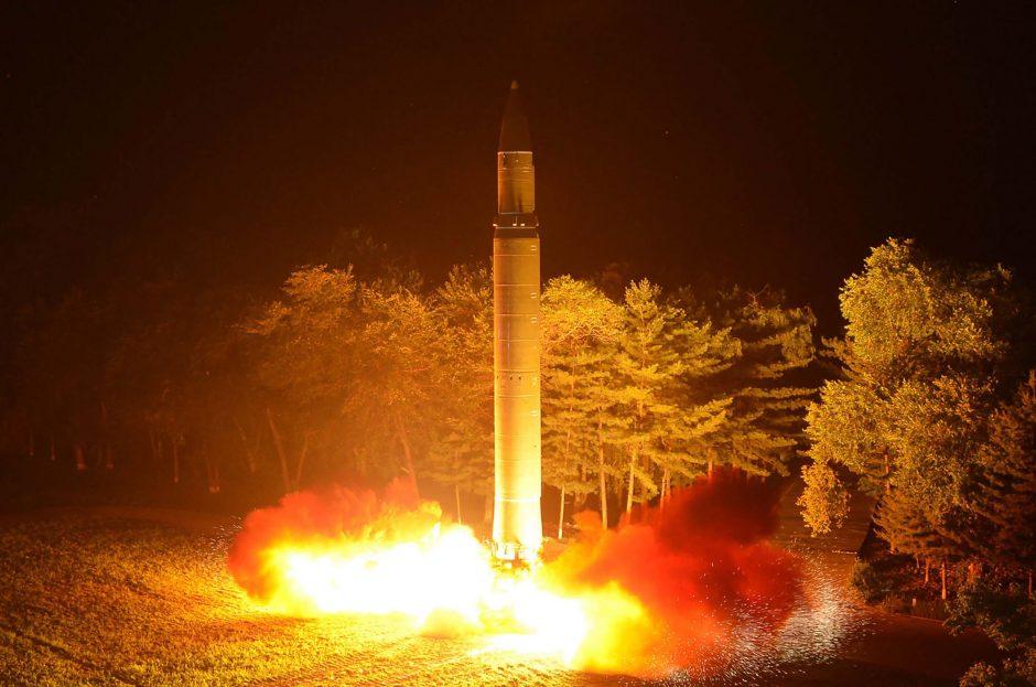 Šiaurės Korėja ardo savo branduolinių bandymų kompleksą