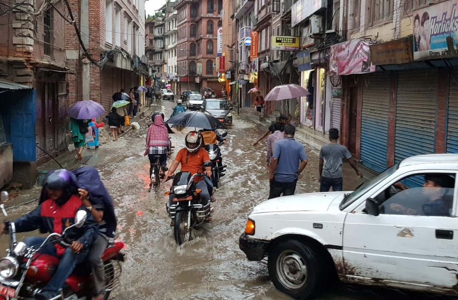 Nepale nuošliaužos ir potvyniai nusinešė mažiausiai 25 gyvybes