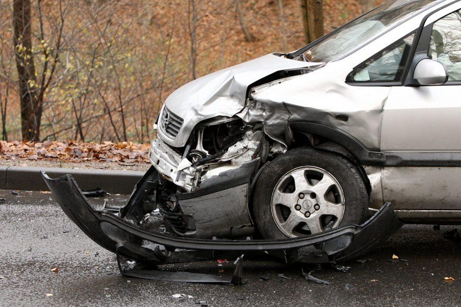 Vilniuje automobiliui nulėkus nuo kelio žuvo du žmonės
