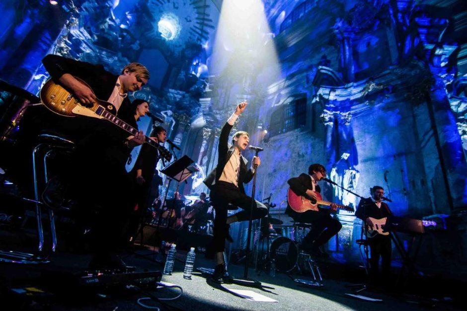 """""""Colours of Bubbles"""" didžiausią koncertą karjeroje surengs Trakų pilyje"""
