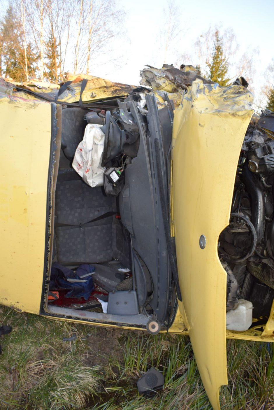 Po susidūrimo su miškavežiu vienam vairuotojų nutraukta ranka