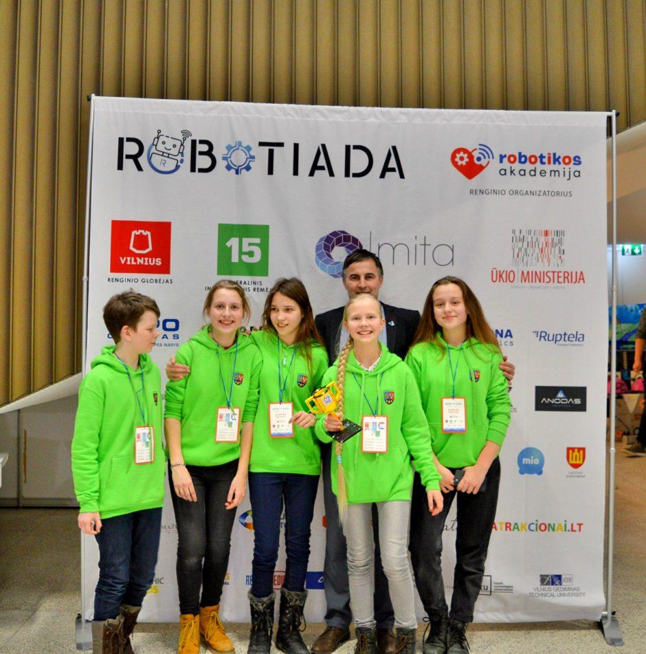 """Tarp geriausiųjų """"Robotiadoje"""" – ir Kauno jėzuitų gimnazijos komandos"""