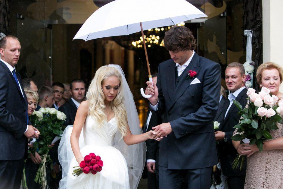 Darganotą popietę Vilniaus Šv. Jonų bažnyčioje susituokė O. Pikul ir S. Jasaitis