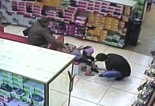 Policija prašo padėti atpažinti įtariamą vagišę