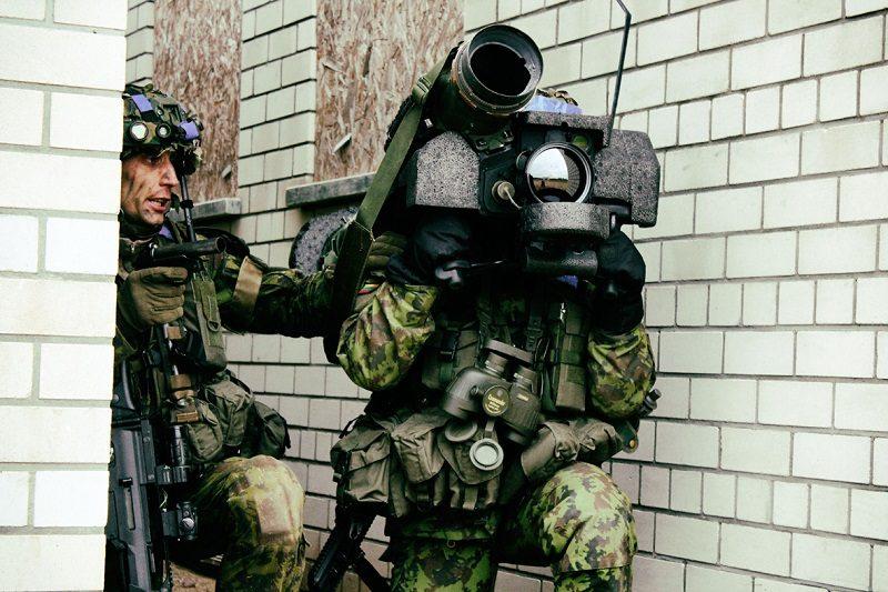 Per pratybas karys patyrė traumą