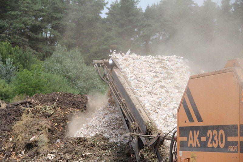 Į kompostą nukeliavo daugiau kaip 150 tūkst. pakelių kontrabandinių cigarečių