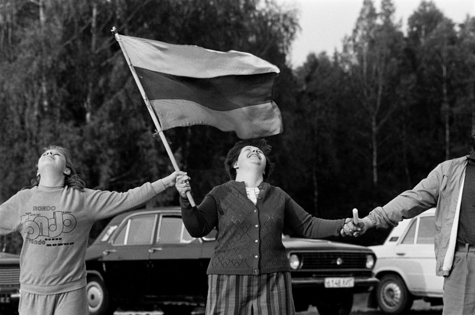 Baltijos kelio gėlė – atsiminimų rėmeliuose