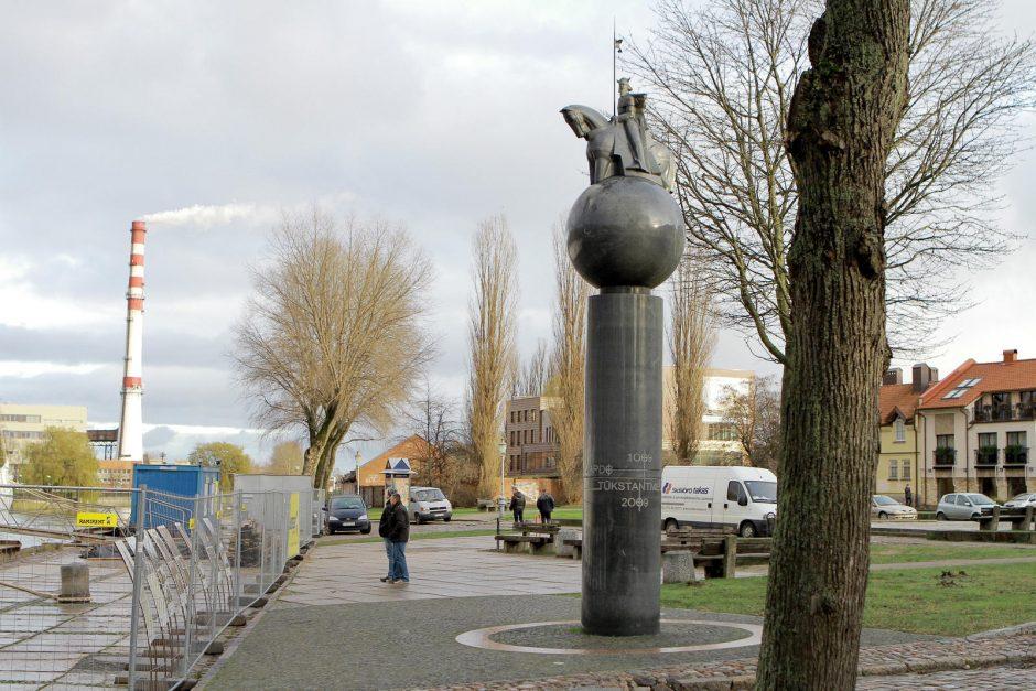 Politiko užmojis – perkelti paminklą