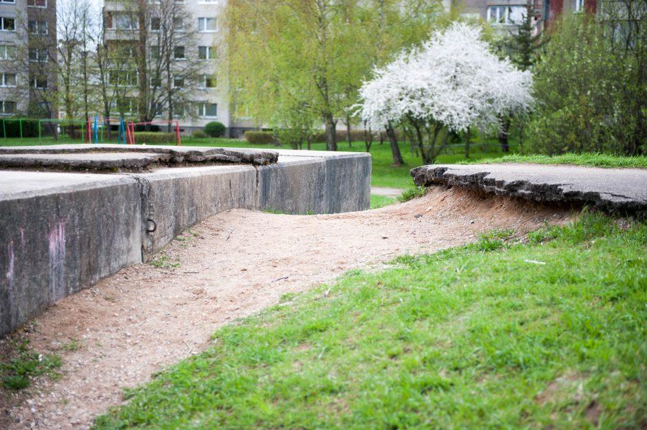 Šaukiasi pagalbos: betono luitai kelia pavojų