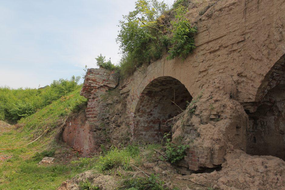 Pavojingo forto tvarkyti neskuba – įspėja ir apie galimas nuošliaužas