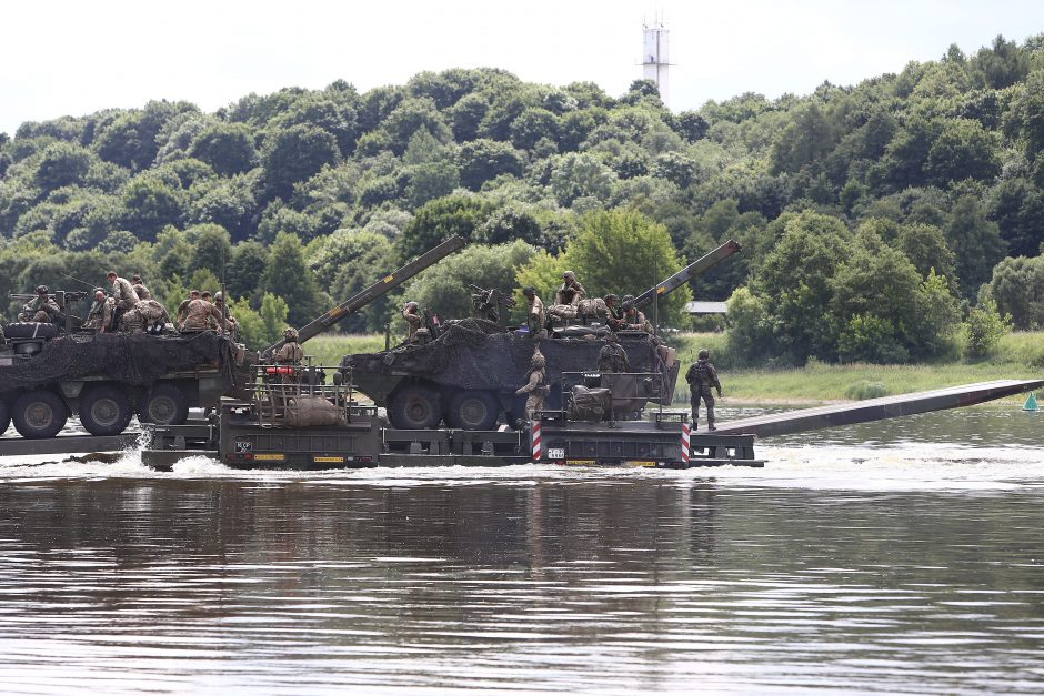 Neeilinė operacija Kauno rajone: NATO kariai persikėlė per Nemuną