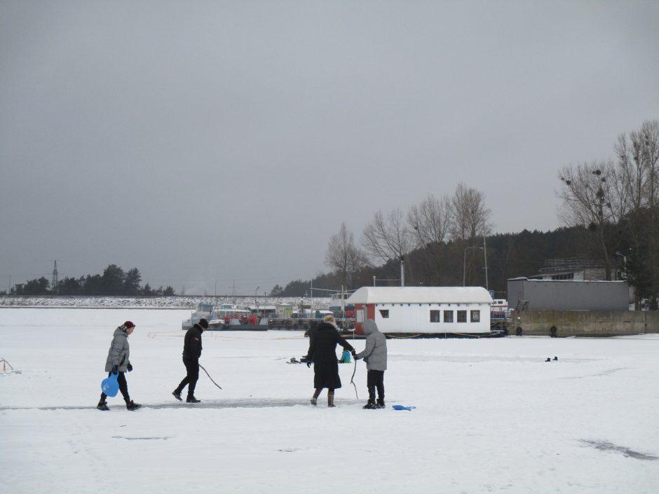 Pramogos ant Kauno marių ledo