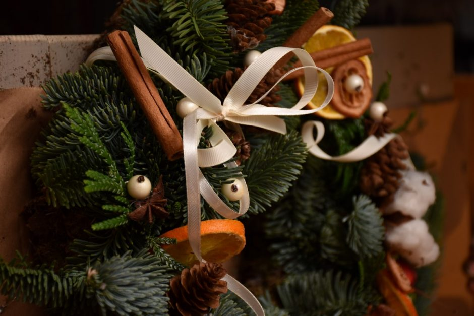 Žinomi žmonės namus puoš pačių sukurtais Kalėdų vainikais