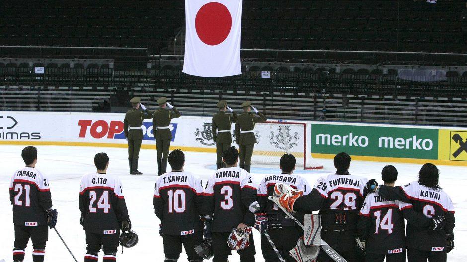 Japonijos ledo ritulininkai antrą dieną iš eilės išnešė sveiką kailį