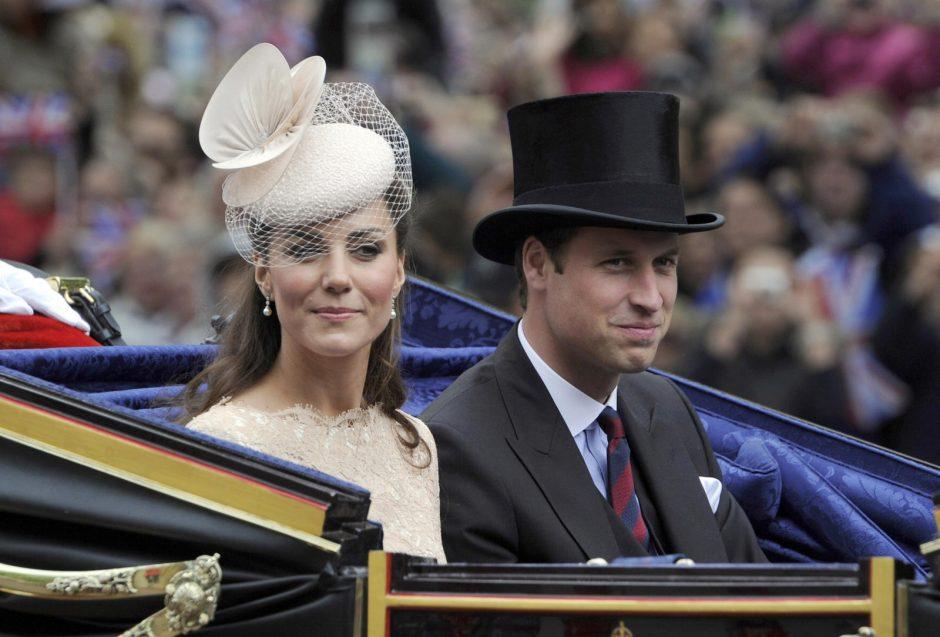 Pasaulio žiniasklaida įtemptai laukia Britanijos karališkojo kūdikio gimimo