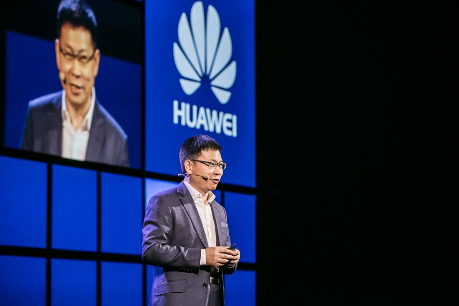 """""""Huawei"""" pristatė ateities mobiliųjų įrenginių dirbtinį intelektą"""