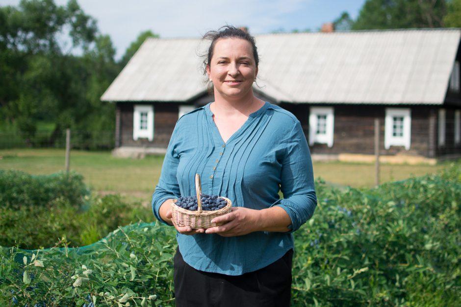Netikėtai ūkininkais tapę kauniečiai augina retas, bet ypatingas uogas