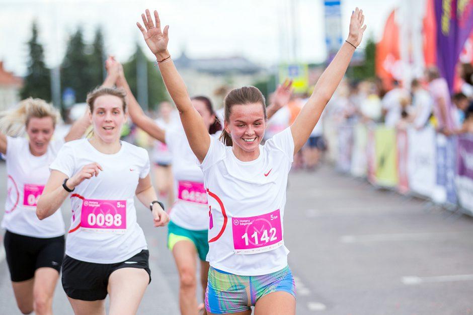"""""""Moterų bėgime"""" dalyvavo tūkstantinė minia"""