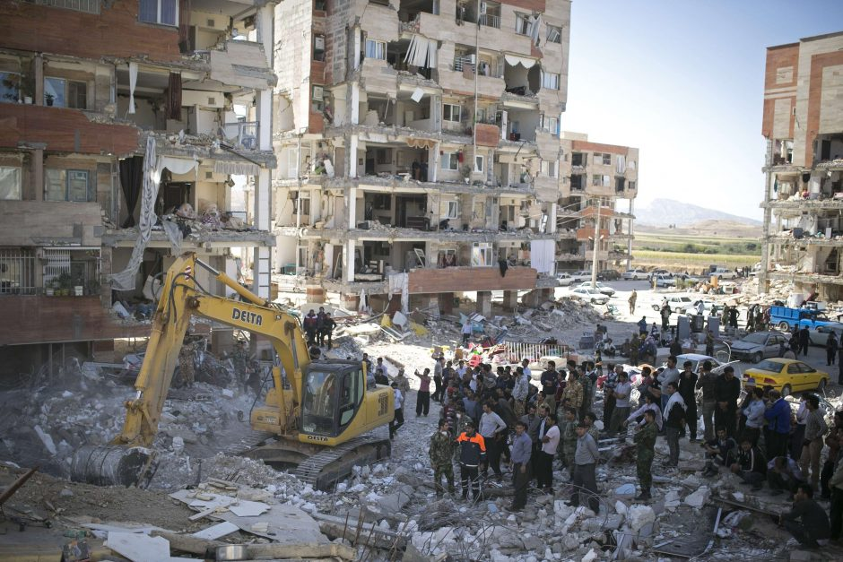 Galingo žemės drebėjimo Irane aukų padaugėjo iki 530