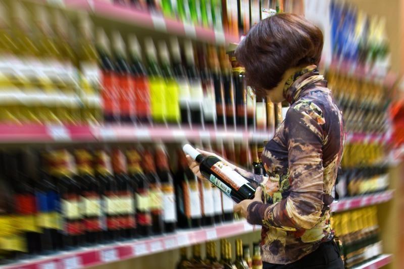 Prekybininkai laukia alkoholinių gėrimų skyrių apgulties