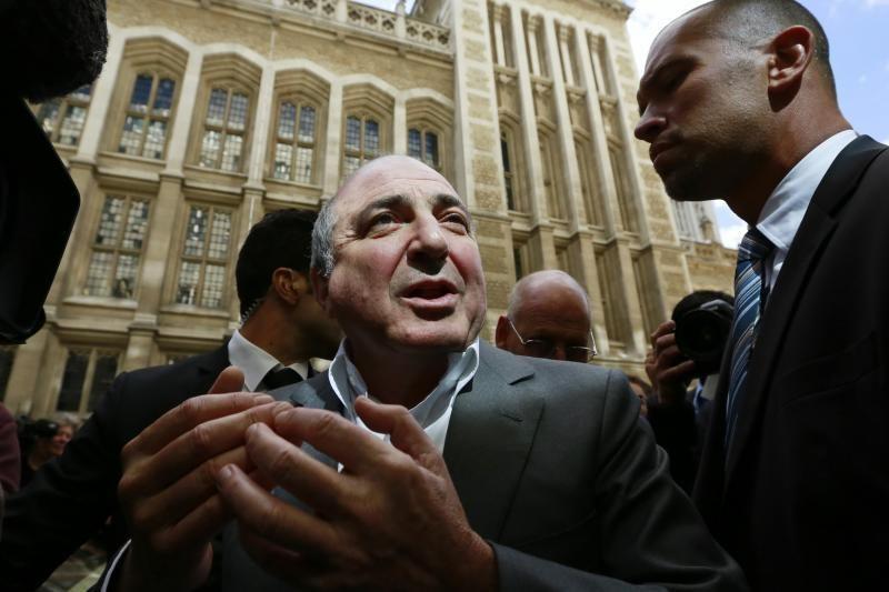 Mįslingai miręs oligarchas B.Berezovskis rastas su kilpa ant kaklo