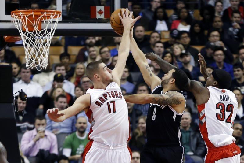 """NBA: įspūdingas J. Valančiūno skrydis ir 5 iš eilės """"Raptors"""" pergalė"""