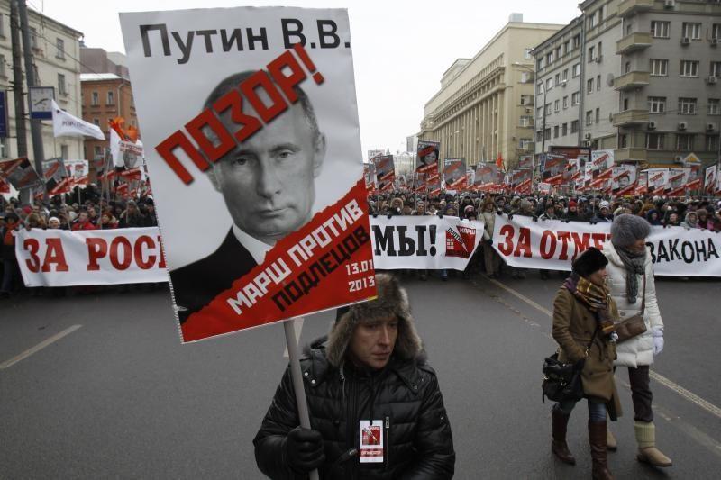 Masinis rusų protestas prieš draudimą amerikiečiams įsivaikinti