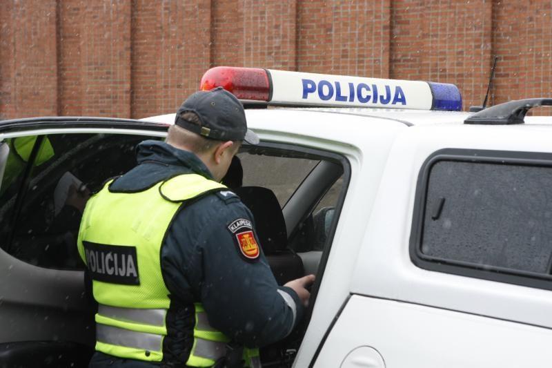 """Virtusio """"VW Golf"""" keleivis pareigūnams: akumuliatoriaus neatiduosiu"""