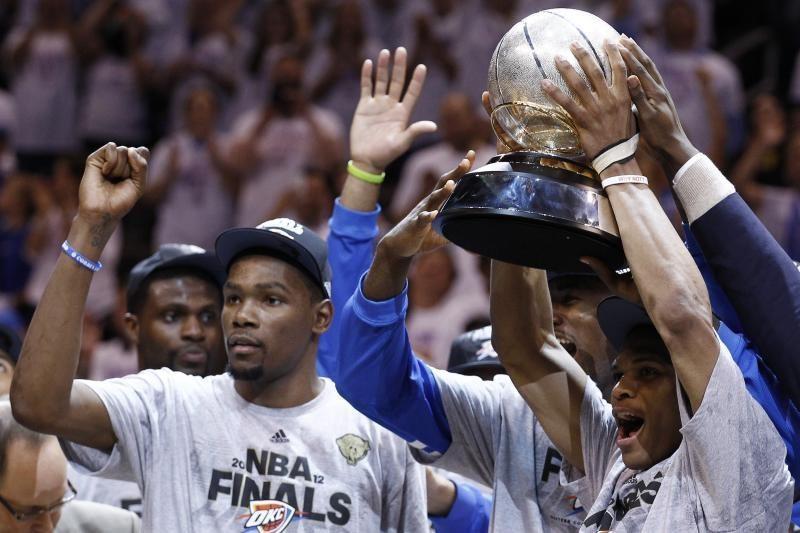 """""""Thunder"""" nušlavė nunugalimuosius """"Spurs"""" ir žengė į NBA finalą"""
