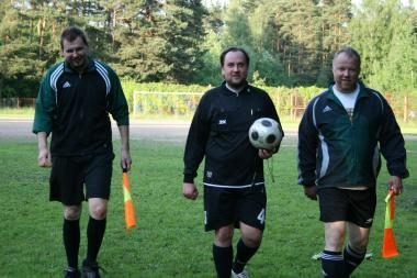 Sporto žurnalistai teisėjavo futbolo rungtynėms
