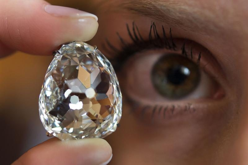 Mokslininkams pavyko vandeniu išraižyti deimanto paviršių