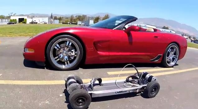 """Elektrinė riedlentė aplenkė """"C5 Corvette"""""""
