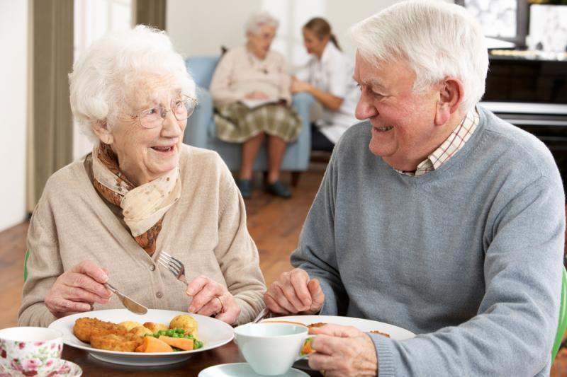 Į pensiją išėjusiems tėvams padeda du trečdaliai vaikų