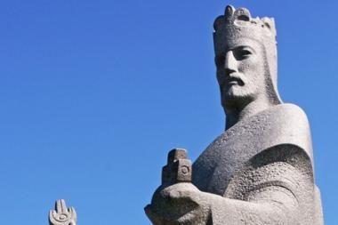 Karaliui Mindaugui vėl užklijavo burną ir akis