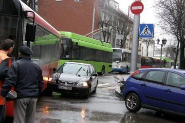 Dėl avarijos užsikimšo Kęstučio gatvė (papildyta)