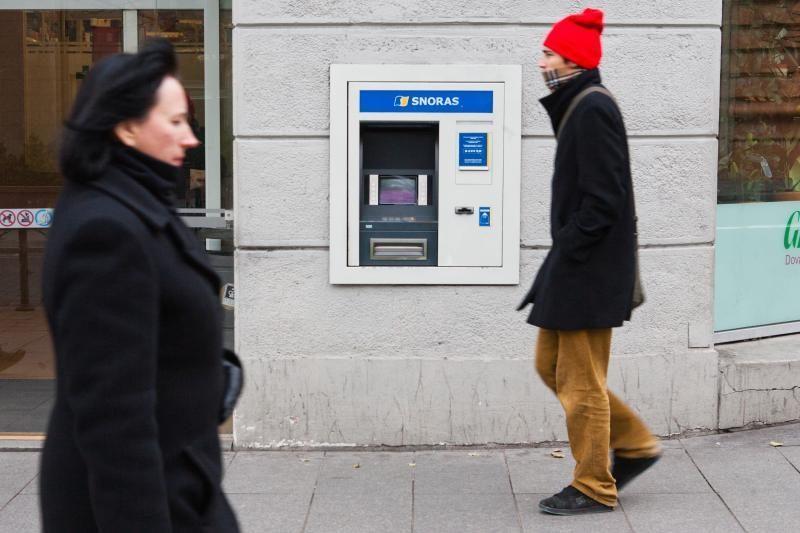 """""""Snoro"""" bankomatai jau išduoda po 500 litų"""