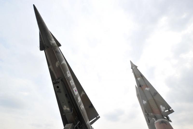 Šiaurės Korėja griežtėjant sankcijoms anuliuoja paktus su Pietų Korėja